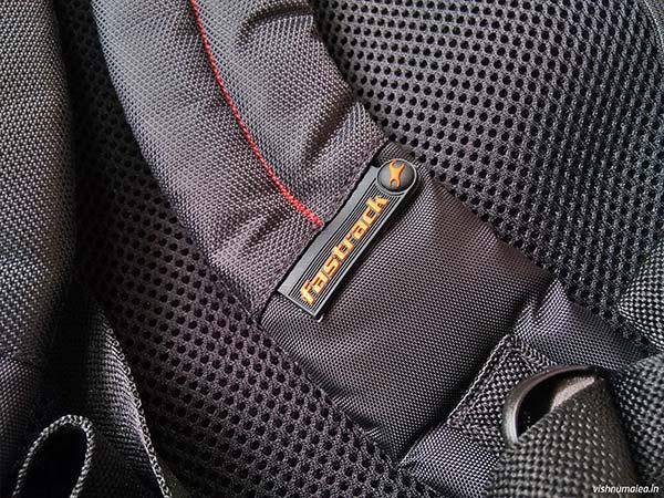 Fastrack Black Offbeat Ergolight backpack review - shoulder straps.