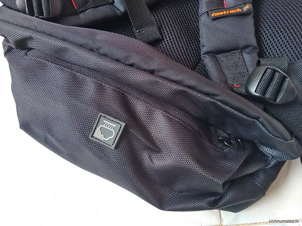 Fastrack Black Offbeat Ergolight backpack review - rain cover zipper compartment.