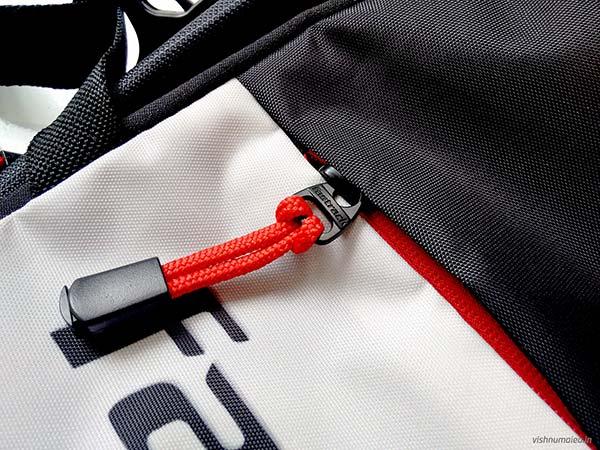 Fastrack Black Offbeat Ergolight backpack review - zippers.