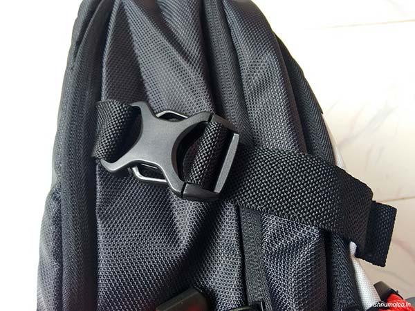 Fastrack Black Offbeat Ergolight backpack review - compression straps.