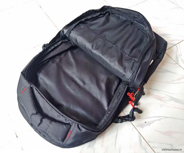 Fastrack Black Offbeat Ergolight backpack review - second compartment.