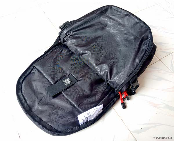 Fastrack Black Offbeat Ergolight backpack review - laptop compartment.